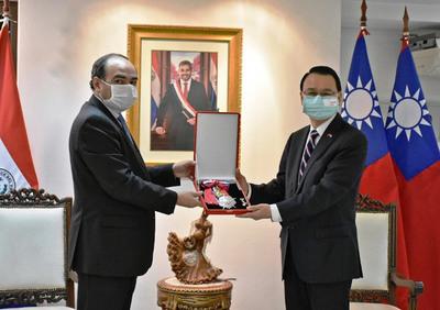 Paraguay ratifica pleno apoyo a Taiwán en acto de condecoración a embajador Chou