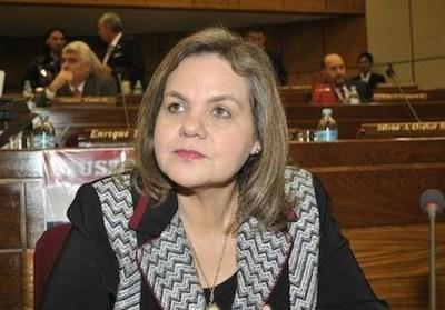 Lilian Samaniego se presentó ante la Fiscalía por caso insumos médicos para Salud