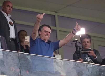 Jair Bolsonaro está a favor del regreso del fútbol en Brasil