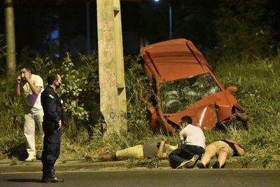 Dos heridos tras choque contra una columna sobre la Transchaco
