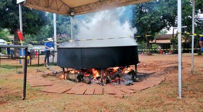 Olla popular gigante: Preparan caldo ava para 7.000 personas