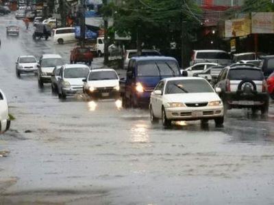 Calles en zona del MERCADO de abasto de CDE  CUBIERTA DE AGUA