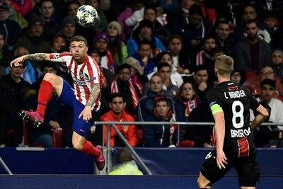 Futbolista del Atlético de Madrid es acusado de romper reglas sobre apuestas