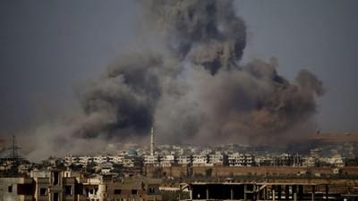 Explosiones sacuden almacén de armas en base en Siria