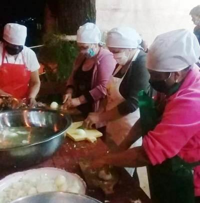 Comisión realiza olla popular en una plaza de Maka'í • Luque Noticias