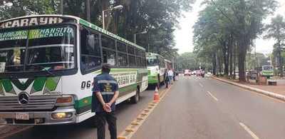 Buses del transporte público vuelven a operar desde este lunes 4