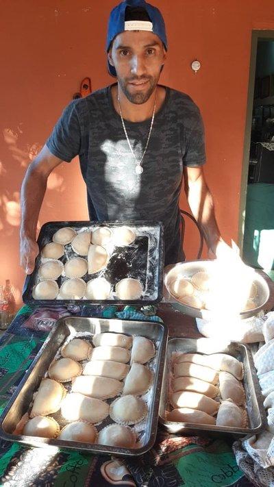 Jugadores de General Díaz hacen delivery de alimentos para sobrevivir a la cuarentena