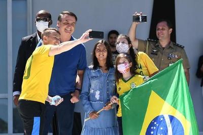 Jair Bolsonaro se sumó a un nuevo acto contra el Congreso y la Corte Suprema