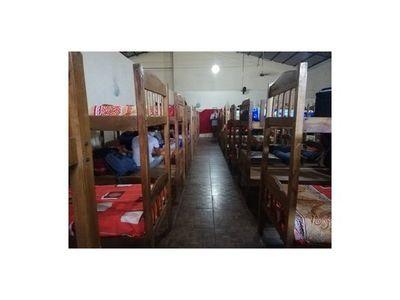 En 3 días, confirmaron 114 casos de COVID en albergues