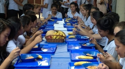 """HOY / Plantearán cambiar ley de Fonacide para que alumnos reciban alimentación escolar """"sin más trámites"""""""