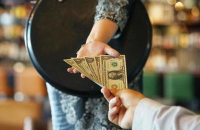 Covid-19: La generosa propina de un cliente para apoyar a un restaurante en su reapertura