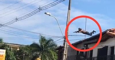 Laurelty: un chileno se tiró desde el techo de un segundo piso