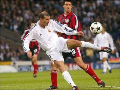 El gol de volea de Zidane al Bayer, elegido el más bello de la Champions
