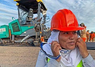 Mujeres ganan protagonismo en obras de la Transchaco