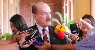 """Ministro de Defensa admite que """"es muy difícil"""" controlar 3.500 kilómetros de frontera para evitar el ingreso clandestino de compatriotas"""
