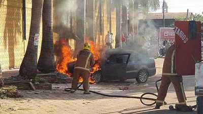 Un vehículo se incendió frente a un supermercado en Concepción
