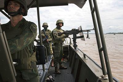 Bolsonaro autoriza envío de Ejército para combatir deforestación en Amazonía