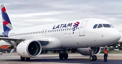 Latam anuncia uso obligatorio de tapabocas en todos sus vuelos