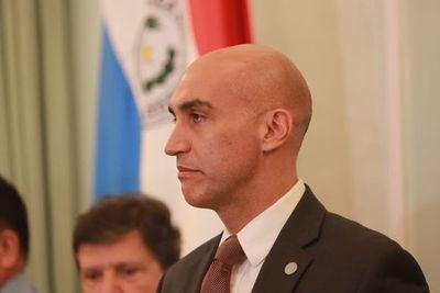 Mazzoleni reafirma respaldo a incremento de impuestos al tabaco y bebidas azucaradas