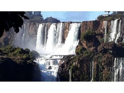 Las cataratas del Yguazú afectadas por poco caudal y falta  de turistas