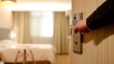 Actualmente no hay posibilidad de que el Gobierno se haga cargo de los gastos de los 'hoteles salud', según ministra