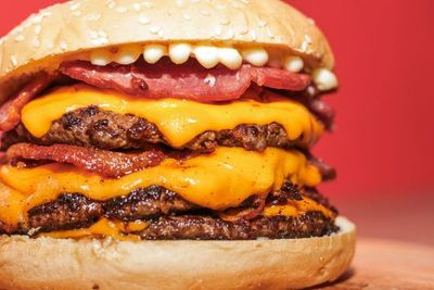 American Burger celebra su primer aniversario con 3x1 de hamburguesas