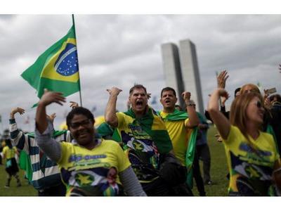 Bolsonaro continúa en pie de guerra contra medidas de aislamiento social