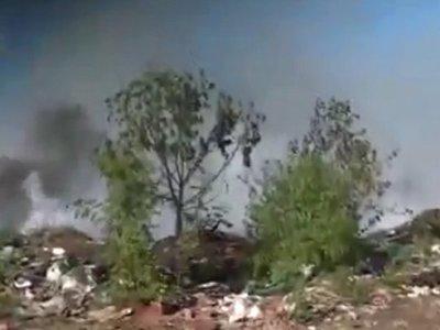 Bomberos combaten incendio de basural en Bañado Sur