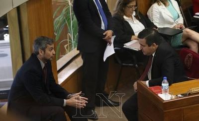 """HOY / Abdo defiende a ministros: """"Pueden decir que Petta no entiende, pero mostrará en interpelación"""""""