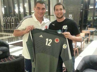 La historia detrás de la camiseta: Gerardo Ortiz y el intercambió con Faryd Mondragón