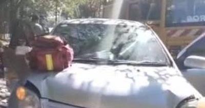 Un auto quedó frenado y lo chocaron