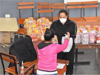 Alumnos reciben segunda tanda de kits de merienda escolar en Itapúa