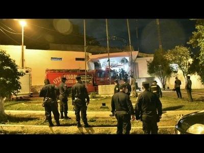 AMOTINAMIENTO EN EL DEPARTAMENTO JUDICIAL DE LA POLICÍA DEJA AL MENOS TRES HERIDOS