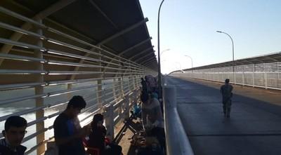 Compatriotas que llegaron a CDE, llevados a oficina de Migraciones para pasar la noche – Diario TNPRESS