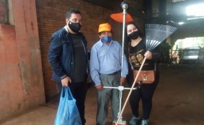 Unión solidaria para regalar desmalezadora a Don Aníbal tras robo