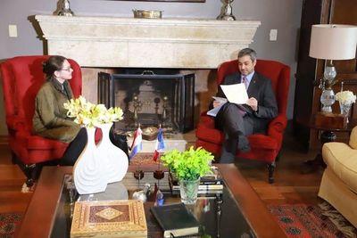 "Embajadora francesa elogia el éxito de Paraguay contra el COVID-19: ""son un ejemplo"""