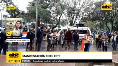 Pobladores de Alto Paraná se manifiestan solicitando ayuda del Estado