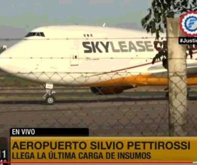 Llegó el avión con la última carga de insumos para Salud