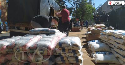 Representantes del Shopping Costanera donaron 3500 kilos de víveres para ollas populares