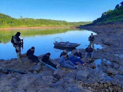 Siete detenidos por cruzar el río Paraná desde la Argentina