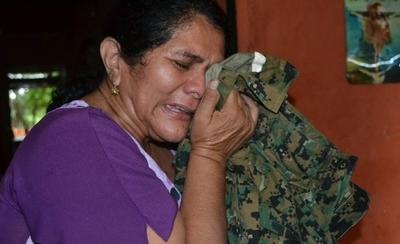 HOY / Crueldad de EPP en día de  la madre: mamá de Edelio  implora que rompan el silencio