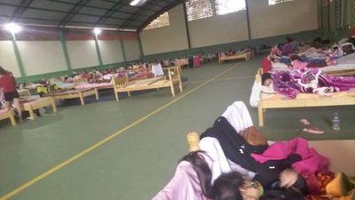 Embarazadas piden trato humanitario en colegio del Este ante contagio masivo