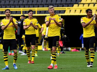 El Dortmund golea al Schalke 04 en el derbi del Ruhr