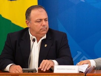 Un militar asume como ministro interino de Salud en Brasil