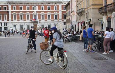 Italia reabre hoy comercios y restaurantes y permite el libre movimiento en la región
