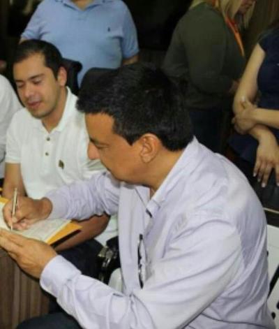 """Diputado colorado """"MBATARA"""" defiende a INTENDENTE de CDE ante ACUSACIONES de CORRUPCION"""