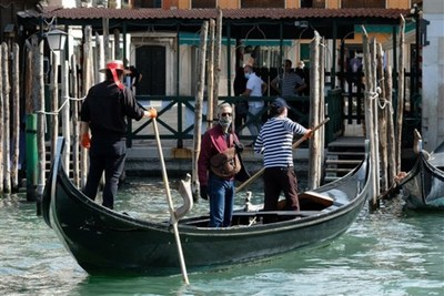 Italia reabre tiendas, bares y restaurantes después de 10 semanas de aislamiento