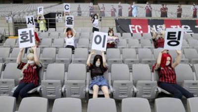 El Seúl FC pide perdón a sus hinchas por utilizar muñecas inflables