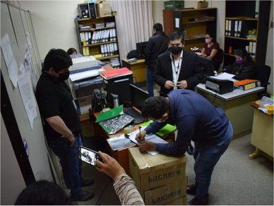 Fiscal allana Gobernación de Caazapá tras denuncia de presunta corrupción