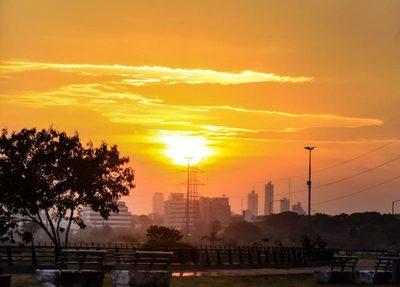 Meteorología anuncia un miércoles soleado con vientos del noreste